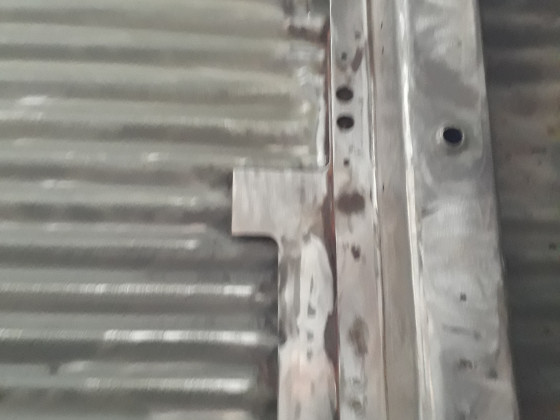 Quertraverse zwischen den C-Säulen nach Entfernen der Hinterachsaufnahmen